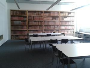 Bibliothekstapete an der FHNW in Olten (©Eva-Christina Edinger)